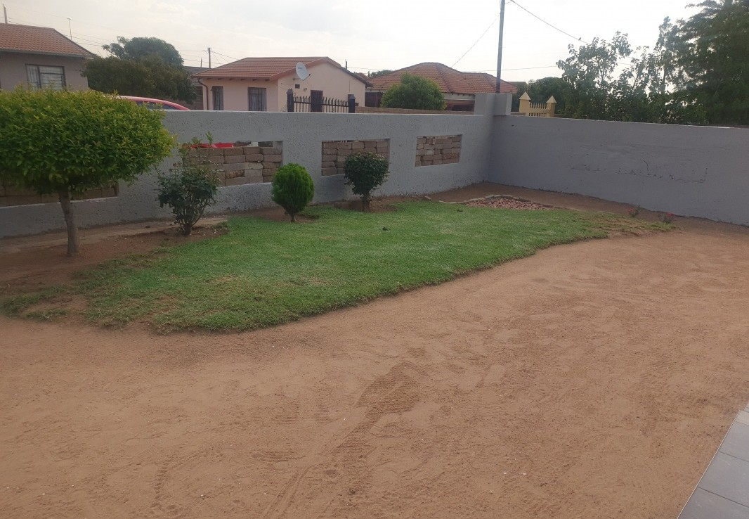 2 Bedroom   For Sale in Soshanguve Block Gg | 1323411 |  Photo Number 5