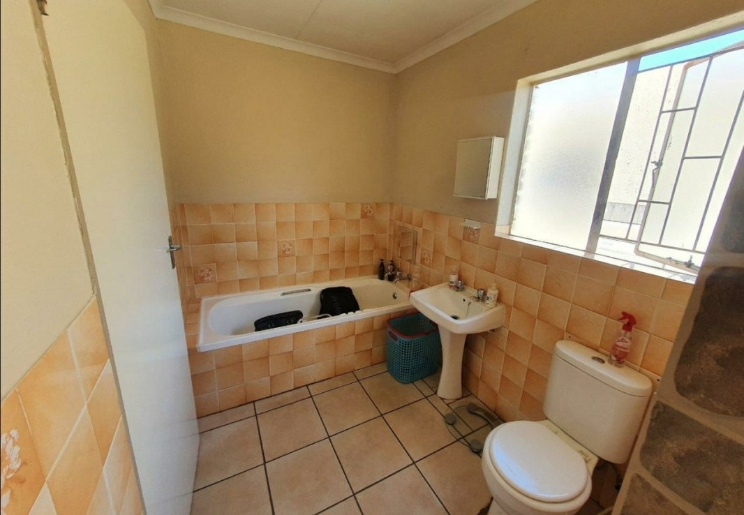 5 Bedroom   For Sale in Suiderberg | 1323519 |  Photo Number 19