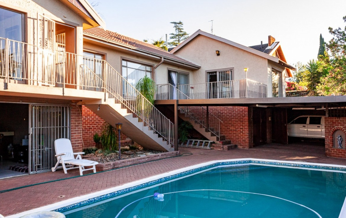 4 Bedroom   For Sale in Bayswater | 1323615 |  Photo Number 1