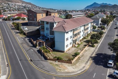 2 Bedroom Apartment / Flat  For Sale in Fish Hoek | 1323633 | Property.CoZa