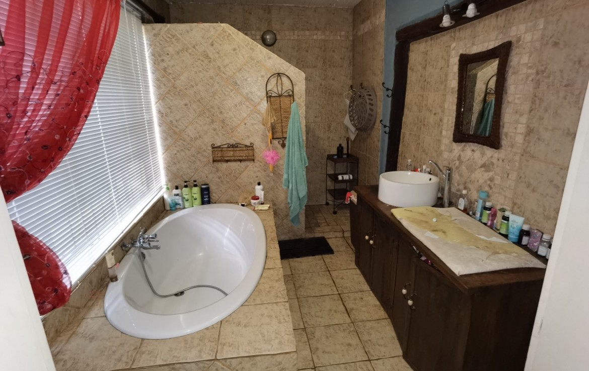 4 Bedroom   For Sale in Lusthof   1325191    Photo Number 17