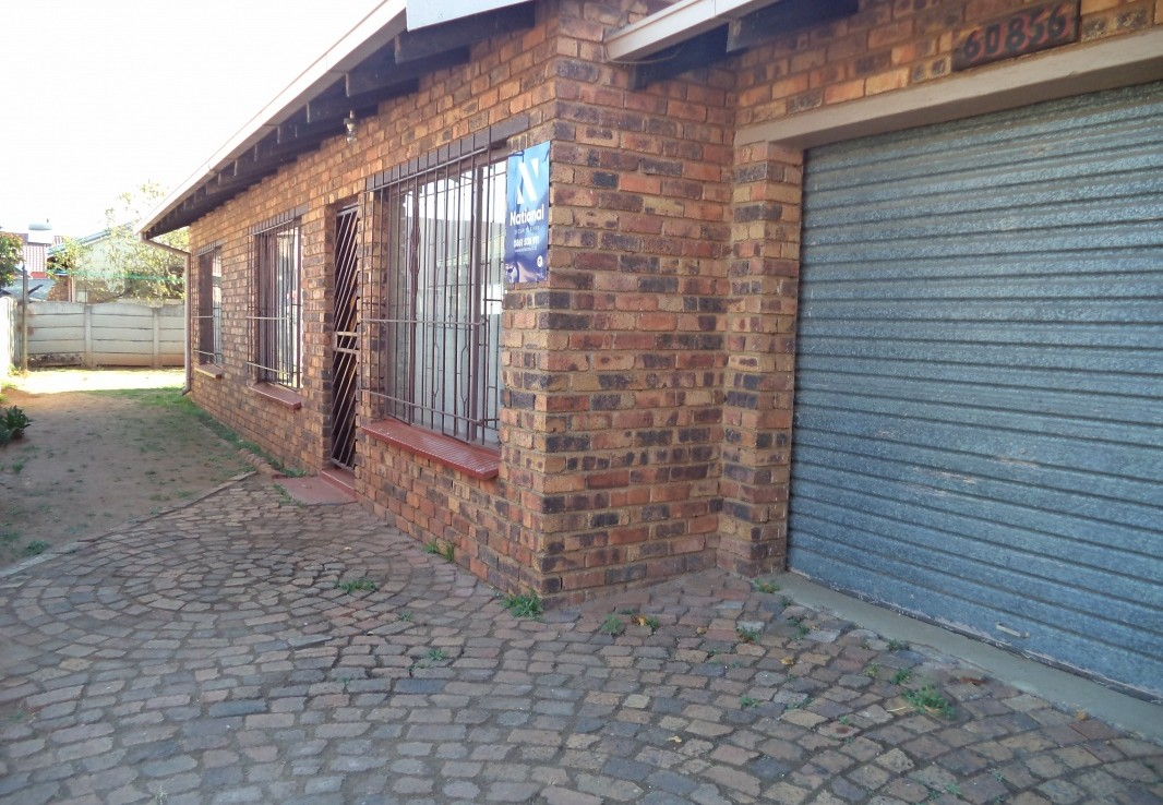 3 Bedroom   For Sale in Daveyton | 1325659 |  Photo Number 4