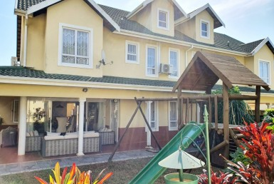 3 Bedroom Townhouse  For Sale in Mount Edgecombe | 1327085 | Property.CoZa