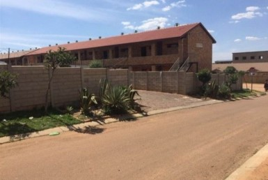 2 Bedroom Apartment / Flat  For Sale in Olievenhoutbosch | 1327434 | Property.CoZa